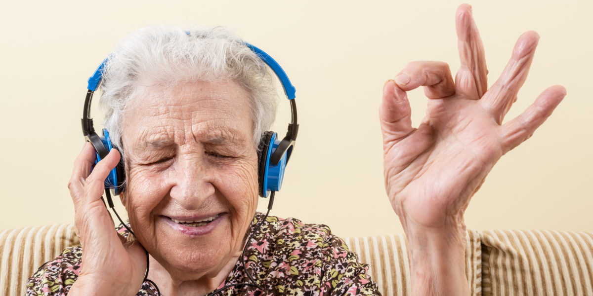 abuela escucha